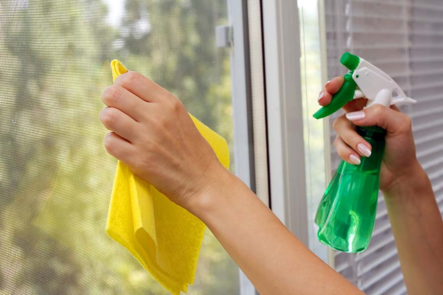 How to clean glass window and doors