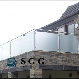 China 15 mm tempered glass balustrade, 5/8 inch  toughened glass railing, 15mm frameless toughened glass for railing. factory