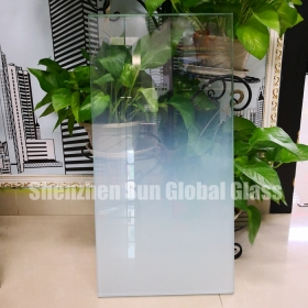 China 21.52mm low iron white gradient tempered laminated glass, 1010.4 ultra clear gradient toughened laminated glass panel, 10+1.52+10 extra clear gradient ESG VSG glass factory