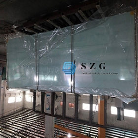 China 25.52mm thick extra clear tempered laminated with digital printed gradient glass panel, 12+12mm+1.52mm SGP tempered laminated glass. factory
