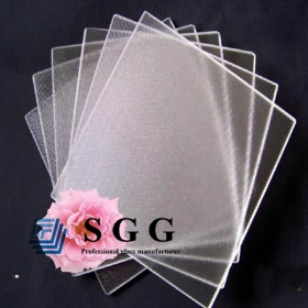 China 4mm Ultra Clear Mistlite tempered solar glass,4mm Low Iron Mistlite Solar Glass,4mm solar panel glass factory