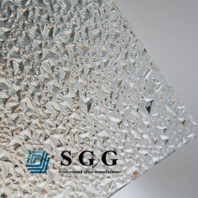 China 4mm clear diamond patterned glass,4mm diamond figured glass sheet,clear patterned decorative glass factory