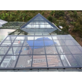 China CE EN12150 Standard toughened glass 10mm for patio roofs,10mm tempered glass roof skylight,clear tempered glass roofing panels factory