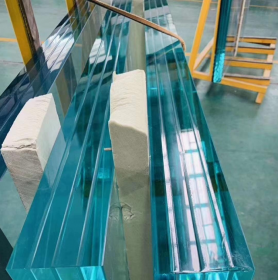 China Jumbo size 4 layers tempered laminated glass,10+10+10+10mm Low Iron toughened laminated glass,40mm thickness tempered laminated glass factory