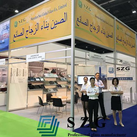 Der erste Tag von Gulf Glass in 2017 im Dubai International Convention and Exhibition Centre